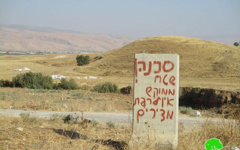 مستعمرون يمنعون الرعاة الفلسطينيون من الرعي في أراضيهم في منطقة الساكوت