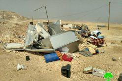 الاحتلال يهدم مساكن مواطنين في خشم الدرج شرق يطا