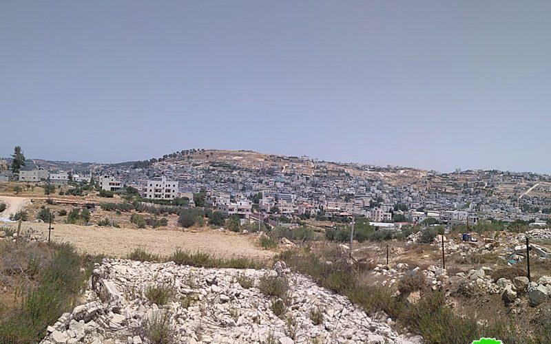 إخطارات بوقف العمل في منزلين قرب مخيم العروب شمال الخليل