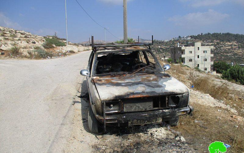"""إحراق مركبات فلسطينية على يد عصابة """"تدفيع الثمن"""" الإسرائيلية في قرية أم صفا"""