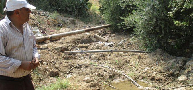 هدم بئر ارتوازي قيد الإنشاءوتدمير أنابيب مائية ناقلة في قرية بردلة بمحافظة طوباس