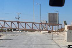 الاحتلال يغلق البوابة الحديدية على مدخل يقين جنوب بني نعيم / محافظة الخليل