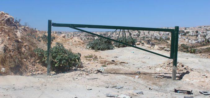 جيش الاحتلال يغلق ثلاث طرق زراعية في قرية نحالين بمحافظة بيت لحم