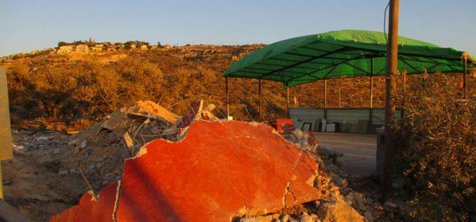 هدم أجزاء من مغسلة للسيارات في بلدة دير بلوط بمحافظة سلفيت