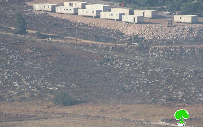 نصب بيوت استعمارية متنقلة على أراض قرية جالود بمحافظة نابلس