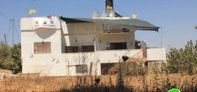 إخطار بهدم منزلين في قرية دير أبو مشعل بمحافظة رام الله