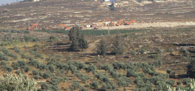 """آليات الاحتلال تبدأ بالشروع في بناء مستعمرة """" عميحاي"""" على أراض قرية جالود"""