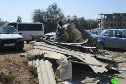 Israel's Occupation Forces demolish commercial kiosks near Ni'lin checkpoint