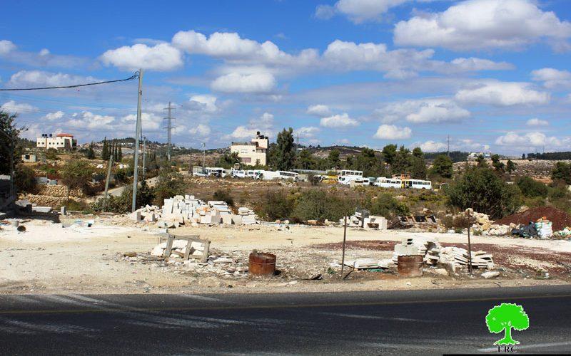 هدم ومصادرة بركس في بيت أمر شمال الخليل