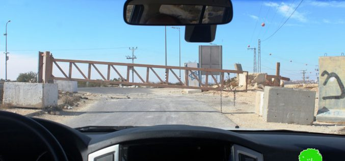 The Israeli Occupation Forces close the metal gate at Bani Na'im village entrance