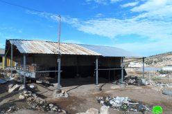 إخطارات بوقف العمل والبناء في منازل ومنشآت المواطنين ببلدة إذنا بمحافظة الخليل