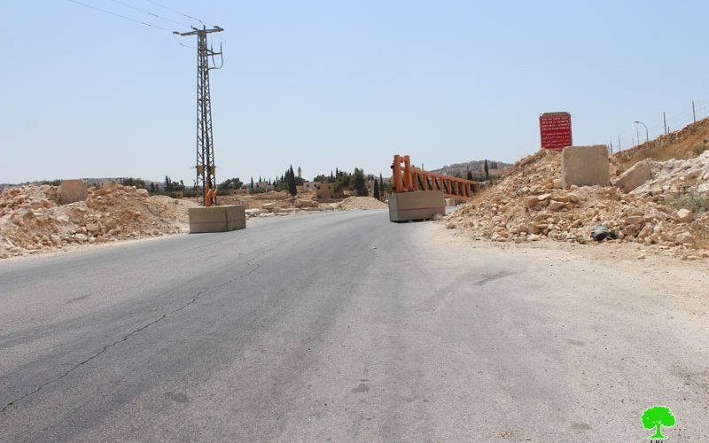 The Israeli Occupation Forces install metal gate at the entrance of Bethlehem village of Janata
