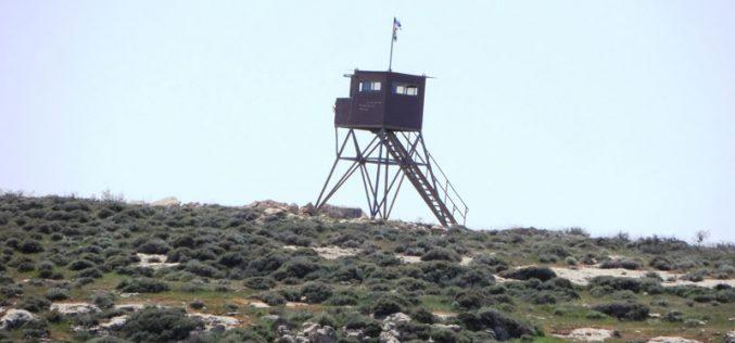 الاحتلال يقيم برجاً عسكرياً وينوي إقامة شبكة كهرباء على أراضي بني نعيم محافظة الخليل