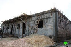 إخطارات بوقف العمل في منازل المواطنين ببلدة السموع جنوب الخليل