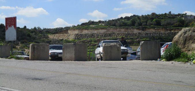 إغلاق المدخل الرئيسي لخربة مكحل  جنوب غرب مدينة جنين بالمكعبات الإسمنتية