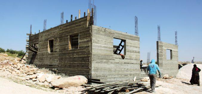 الاحتلال يأمر بوقف العمل في بئر ومنزل بمنطقة الجوايا شرق يطا / محافظة الخليل
