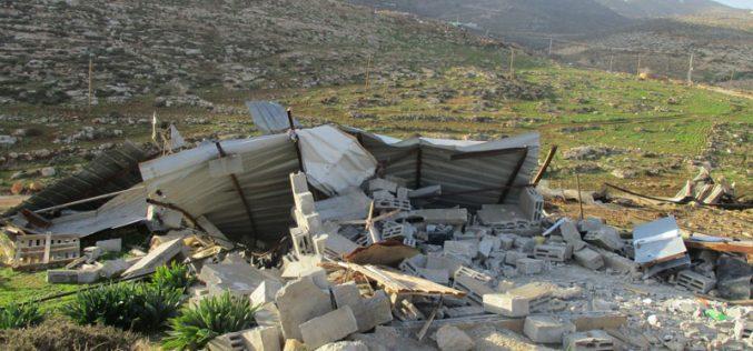 هدم بركساً زراعياً في منطقة عين سامية شرق قرية كفر مالك / محافظة رام الله