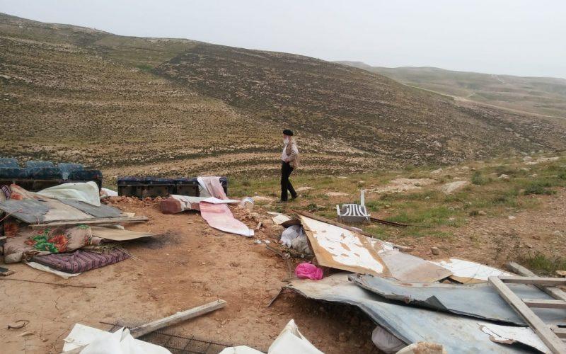 هدم ومصادرة خيمة في خلة الضبع شرق يطا / محافظة الخليل