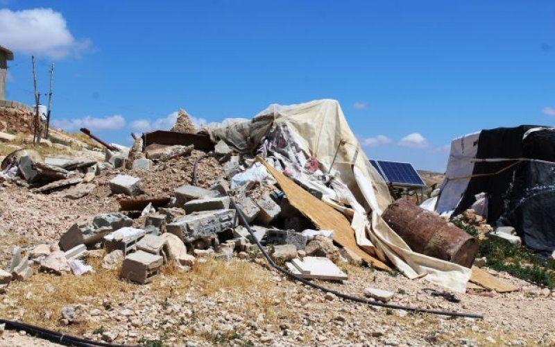 الاحتلال يهدم منشآت سكنية وزراعية في قرية الحلاوة بمسافر يطا  محافظة الخليل