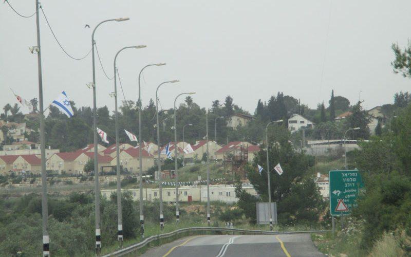 إضافة 9 غرف متنقلة في مستعمرة حلميش على حساب أراضي قريتي دير نظام والنبي صالح محافظة رام الله