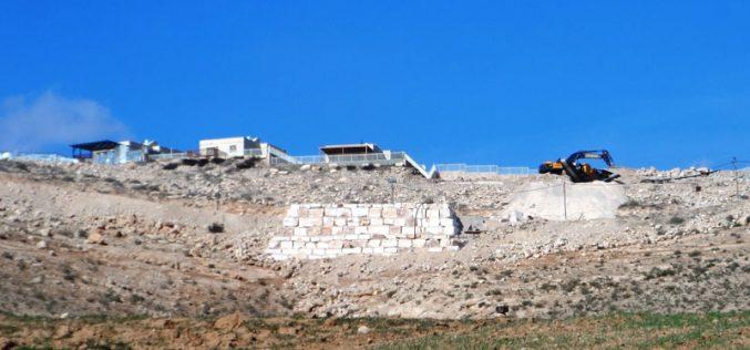 إخطار بوقف العمل في مسكن مواطن بخربة أم الخير شرق يطا محافظة الخليل