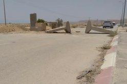 اغلاق المدخل الجنوبي لمدينة اريحا بالمكعبات الإسمنتية