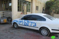 مستعمرون يخطون شعارات ويعطبون اطارات مركبات في عين يبرود محافظة رام الله