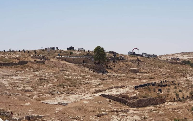 الاحتلال يهدم ويصادر منشأتين في أم نير والمفقرة جنوب يطا محافظة الخليل