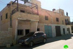 إخطار بوقف العمل في منزل مقام منذ الثمانينات في بلدة بيت أمر/ محافظة الخليل