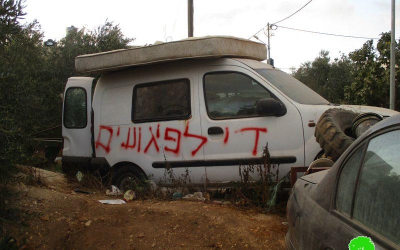 خط شعارات تحريضية لمركبتين وإعطاب إطارات لـ 33 مركبة أخرى في بلدة سنجل / محافظة رام الله
