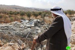 الاحتلال يهدم مسكناً وبئراً للمياه في خلة المية شرق يطا بمحافظة الخليل