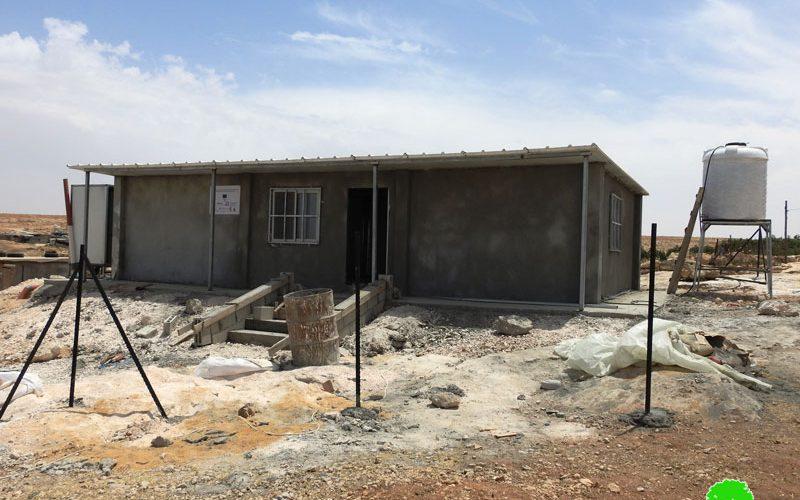 إخطارات بوقف العمل في مساكن وعيادة صحية في شعب البطم شرق يطا محافظة الخليل