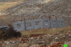 إخطار بوقف البناء لمنزلين قيد الإنشاء قي خربة مسعود  محافظة جنين