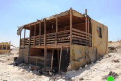 إخطارات بوقف العمل في مساكن تملكها عائلة أبو طبيخ في منطقة أم العمد غرب يطا  محافظة الخليل
