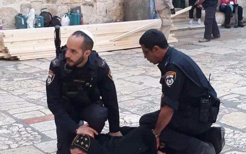 شرطة الاحتلال تعتدي على رجال دين أقباط في ساحة كنيسة القيامة / القدس المحتلة
