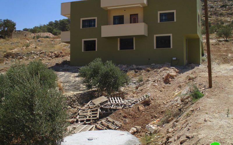 إخطار بوقف البناء لمنزل سكني وبركة مائية في قرية جلبون / محافظة جنين