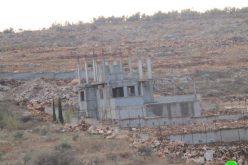 إخطارات بوقف البناء تطال منشآت سكنية وزراعية في بلدة الزاوية / محافظة سلفيت