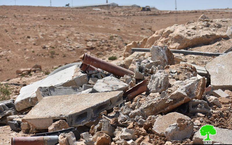 هدم مخزن ووحدة مرحاض خارجي في قرية الزويدين شرق يطا / محافظة الخليل