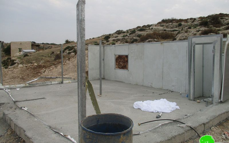 The Israeli occupation confiscates a mobile room and threatens a barracks in Bardala –Tubas governorate