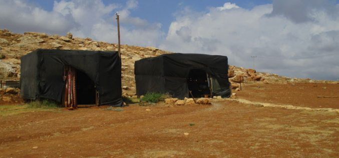Israeli troops confiscate a mobile room in Humsa At-Tihta / Tubas governorate