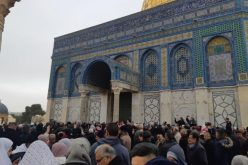 The occupation authorities attack Palestinian worshipers in Al-Aqsa mosque