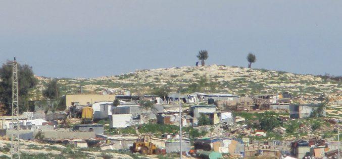 الاحتلال الإسرائيلي يخطر بوقف البناء لخمسة منشآت في تجمع الرماضين الجنوبي / محافظة قلقيلية
