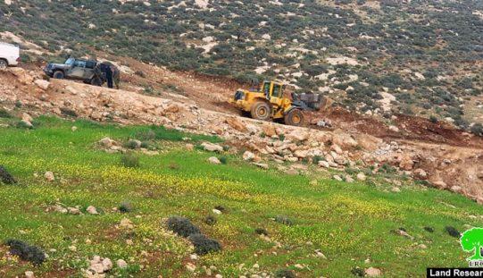 جيش الاحتلال يغلق طريقاً في مسافر يطا/ محافظة الخليل