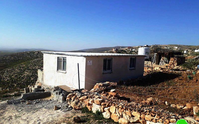 إخطار بوقف العمل في غرفة للسكن بخلة الضبع شرق يطا / محافظة الخليل