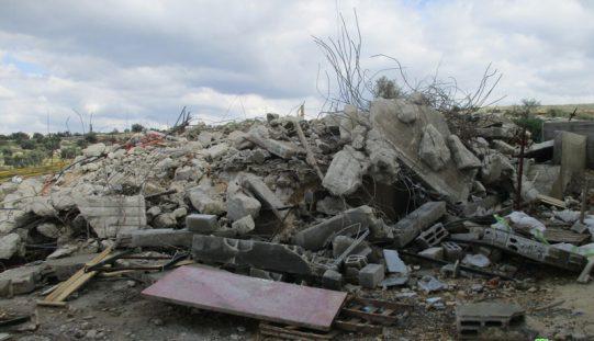 الاحتلال الإسرائيلي يهدم منزل قيد الإنشاء وغرفة زراعية في قرية النبي الياس / محافظة قلقيلية