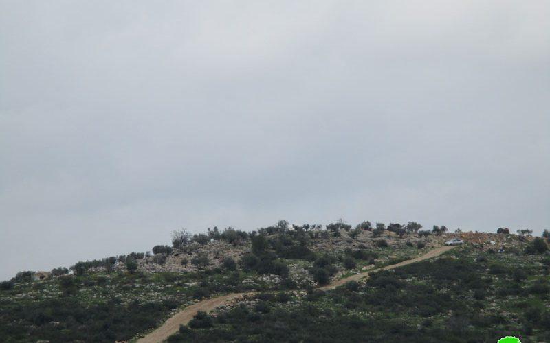 الاحتلال يوقف العمل على تأهيل طريق زراعية في بلدة دير بلوط غرب محافظة سلفيت