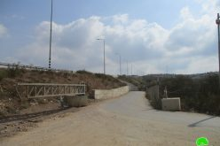 Set up a new metal gate in Qalqilya