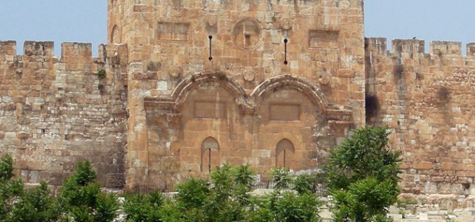 The occupation authorities seal off Al-Rahma gate / occupied Jerusalem