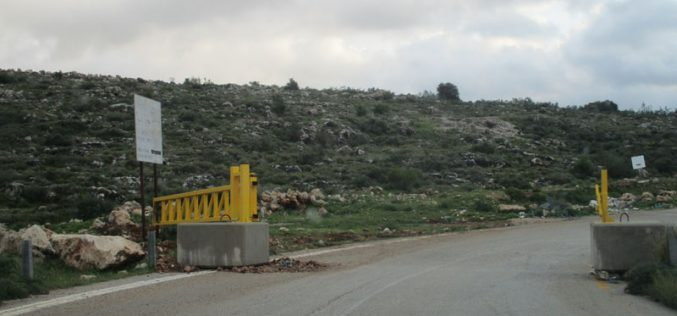 The occupation sets up metal gates on the entrances of Kharabtha Bani Harith and Shuqba /North West Ramallah