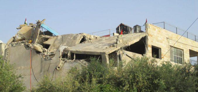 بذريعة الأمن … هدم منزل عائلة الشهيد عمر أبو ليلى في بلدة الزاوية / محافظة سلفيت